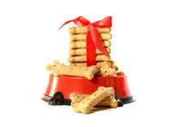 Лакомство, кости, печенье и снеки для собак